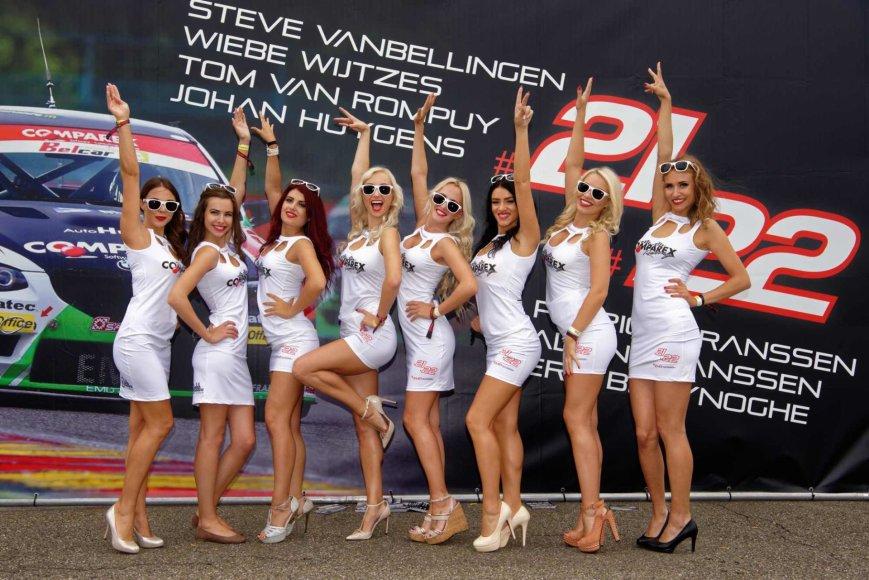 """""""Racing Ladies"""" nuotr./Lenktynių akimirka"""