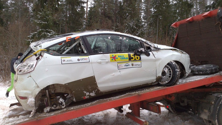 L.Diržininko ir D.Strižano automobilis po avarijos