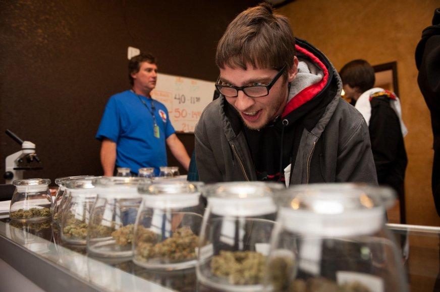 Klientas marihuanos parduotuvėje, Kolorade