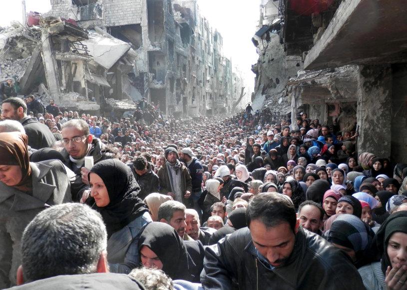 Jarmuko pabėgėlių stovyklos gyventojai laukia maisto davinių 2014 m. sausio mėnesį