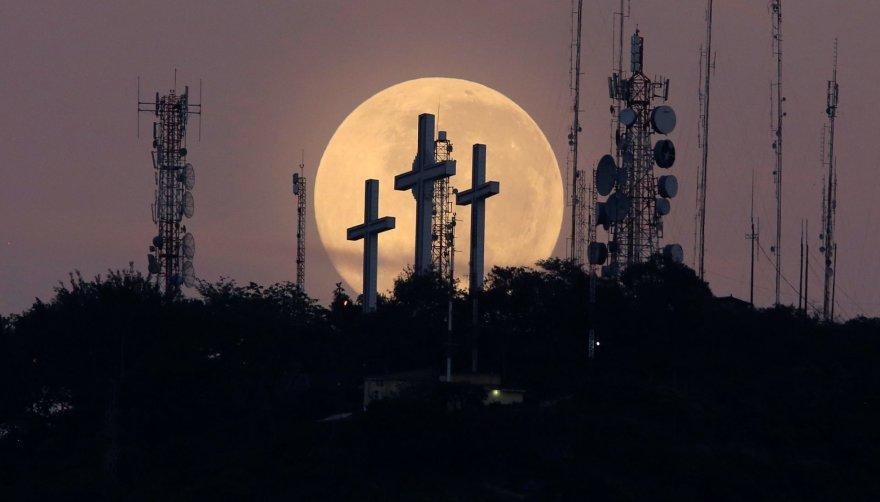 Mėnulis Kolumbijos peizaže