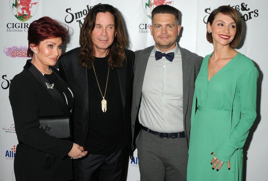 Sharon ir Ozzy Osbourne'ai su sūnumi Jacku ir jo žmona Lisa