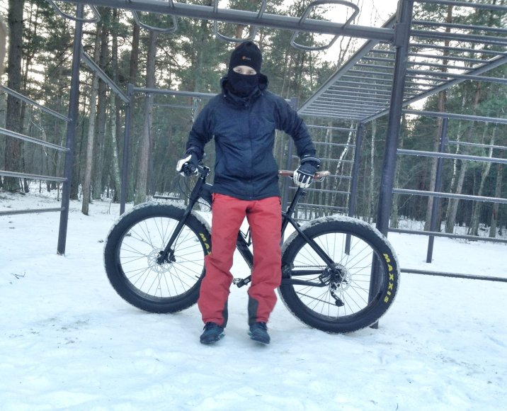 Klaipėdietis Remigijus Balandis leidosi į kelionę dviračiu apledijusiu Lietuvos pajūriu.
