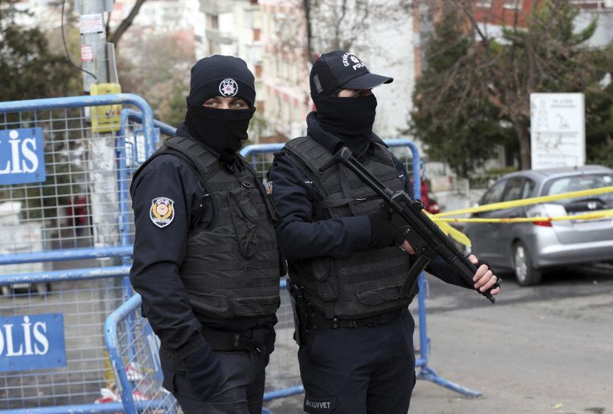 Turkijos policija prie HDP būstinės