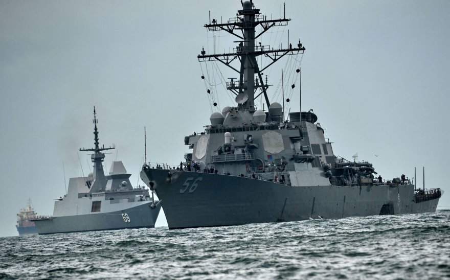 "Eskadrinis minininkas ""USS John S.McCain"" po avarijos"