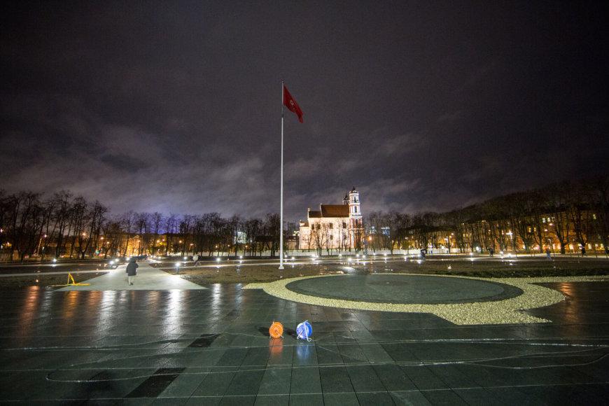 Po rekonstrukcijos atidaryta Lukiškių aikštė