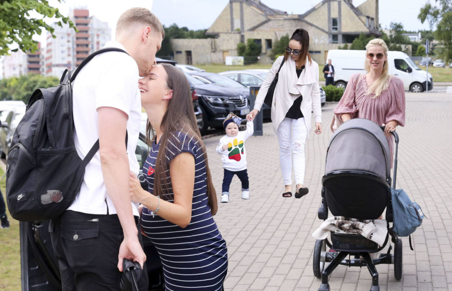 Eimantas ir Indrė Bendžiai, Austė Daraškevičiūtė-Gudaitienė su dukra ir Vilma Javtokienė