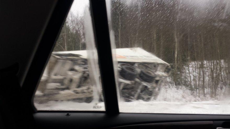 Apvirtęs sunkvežimis