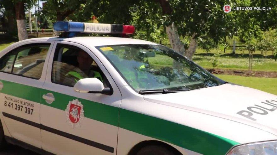 joniskio-policija-lydejo-gimdyve