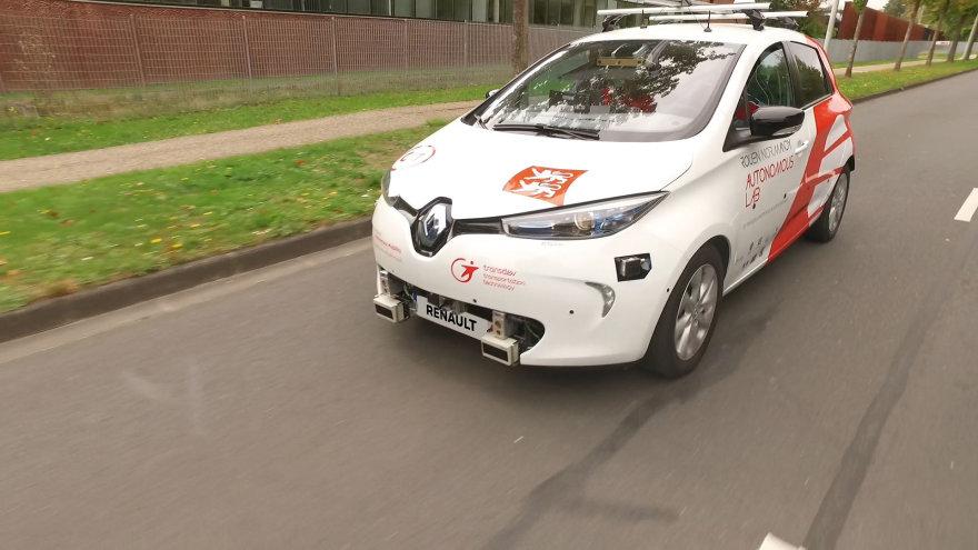 """""""Renault"""" į gatves išleido autonominį """"Zoe"""" taksi"""