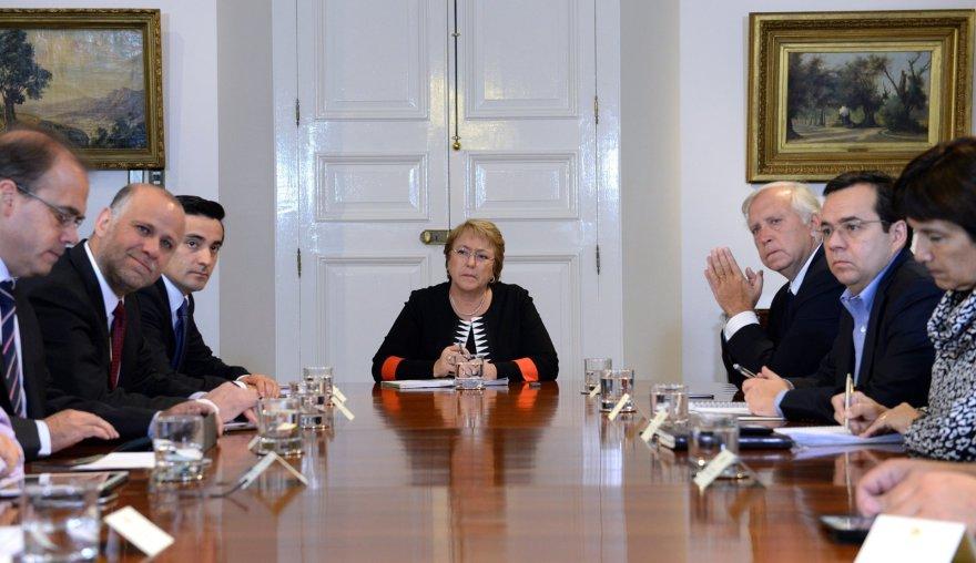 Čilės prezidentė Michelle Bachelet (viduryje).