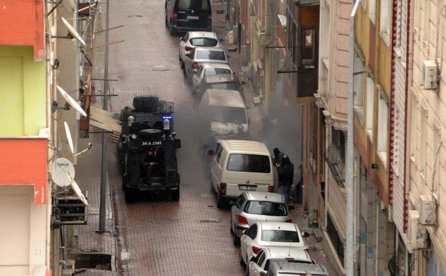Stambule dvi užpuolikės atakavo policijos būstinę