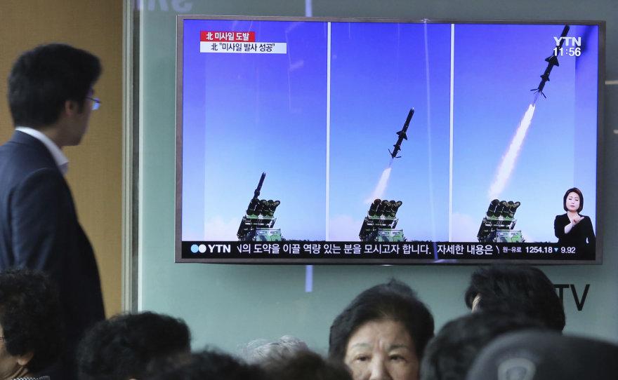 """Šiaurės Korėja skelbia išbandžiusi """"naujo tipo"""" sparnuotąsias raketas"""
