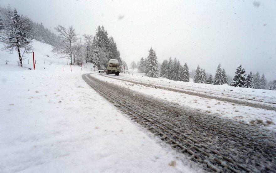 Žiemos stichija pasaulio keliuose