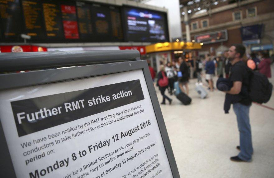 Britanijoje prasidėjo penkias dienas truksiantis geležinkelininkų streikas