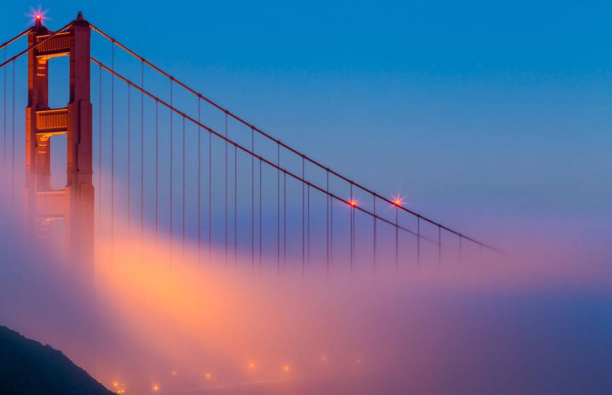San Francisko Aukso vartų tiltas per rūką