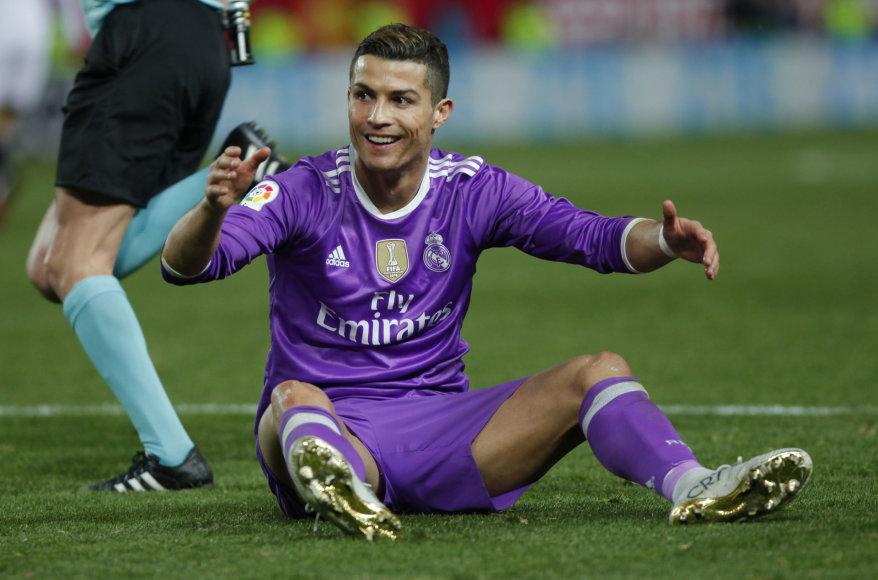 """Cristiano Ronaldo ir Madrido """"Real"""" krito Sevilijoje"""