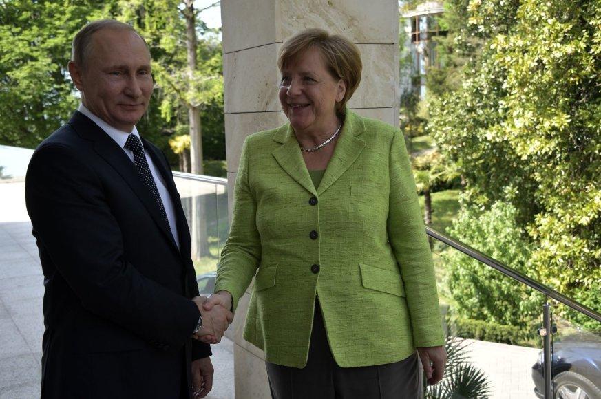 Vladimiras Putinas ir Angela Merkel Sočyje