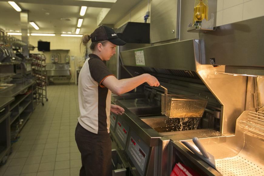 """Antrą dešimtį Lietuvoje veikiantis """"McDonald's"""" džiaugiasi kasmet augančiu pelnu ir žada naujų restoranų atidarymus"""