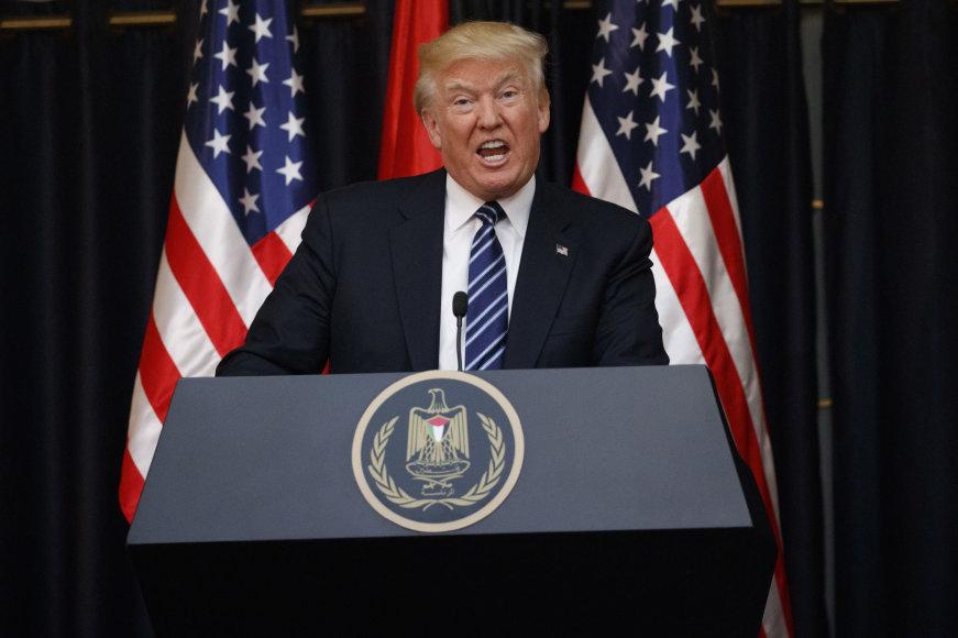 """Donaldas Trumpas apie ataką Mančesteryje: """"Jie – nevykėliai"""""""