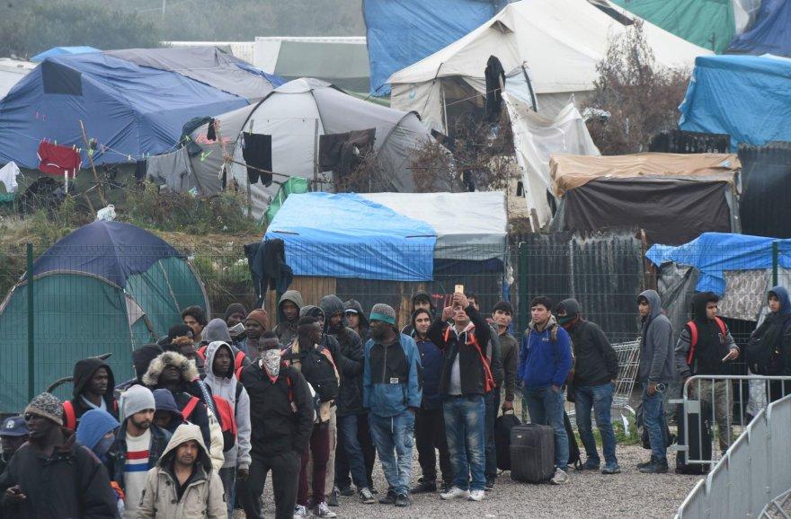 Ruošiamasi evakuoti migrantų neteisėtą stovyklą šiauriniame Kalė uostamiestyje