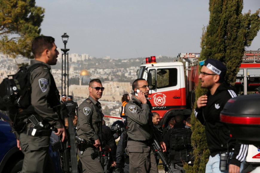 Sekmadienį Jeruzalėje sunkvežimis įsirėžė į žmonių minią.