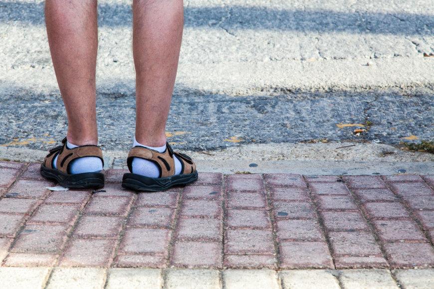 Sandalai ir kojinės