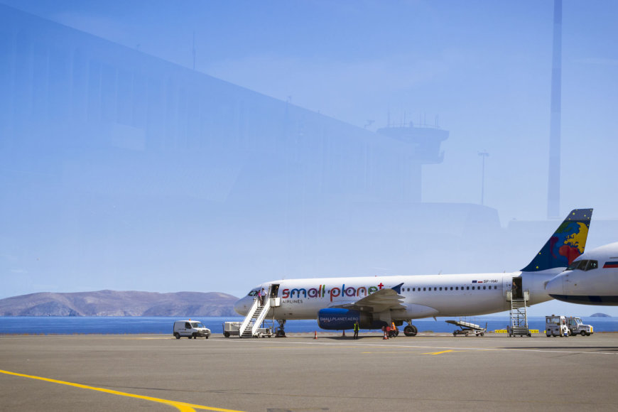 "123rf.com /""Small Planet Airlines"" orlaivis Herakliono oro uoste"