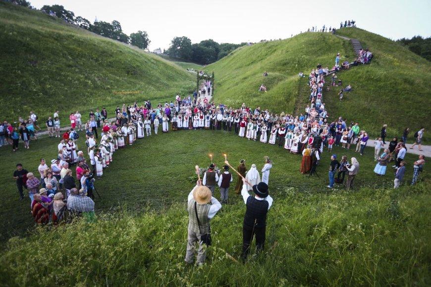 Į Kernavės Joninių šventę suplūdo minios žmonių