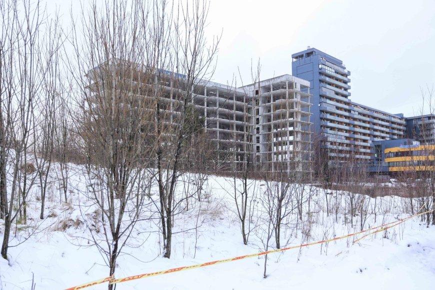 Nebaigtas statyti daugiabutis gyvenamasis namas Trinapolio gatvėje