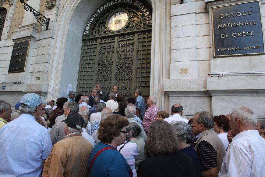Minia pensininkų prie Graikijos centrinio banko pastato