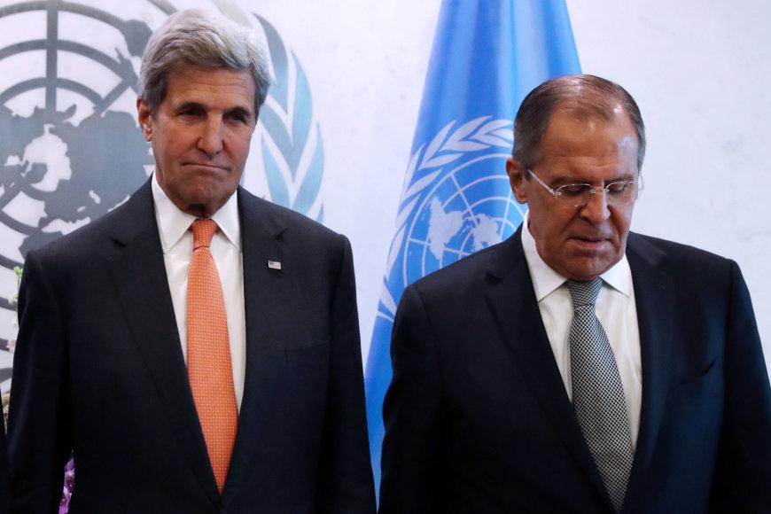 Johnas Kerry su Sergejumi Lavrovu