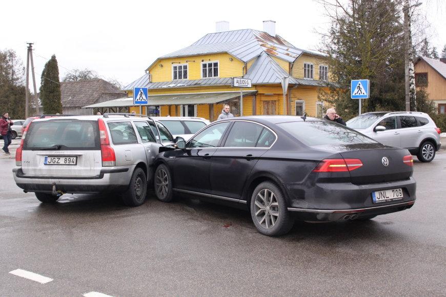 Į avariją pateko Pagėgių merą V. Komskį vežęs savivaldybės automobilis