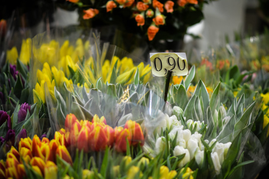 Kovo 8-oji gėlių turguje