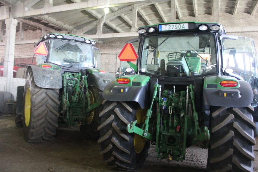 Jonavos rajone rasti septyni Švedijoje vogti traktoriai