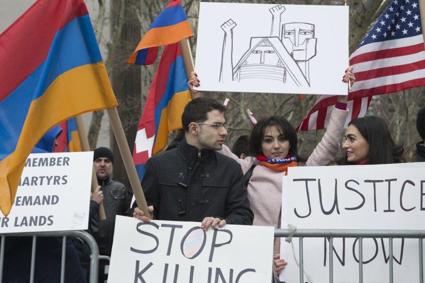 Armėnijoje į demonstraciją dėl neramumų Kalnų Karabache susirinko tūkstančiai