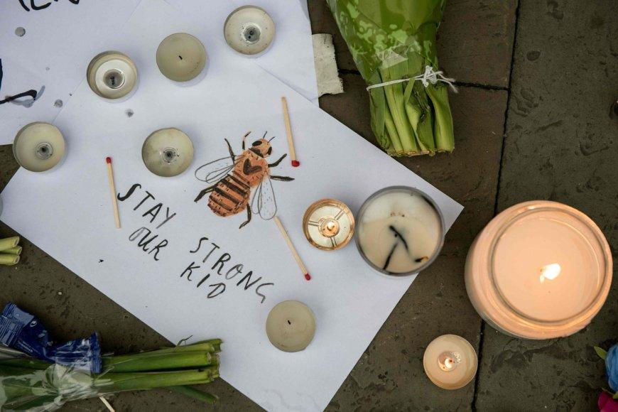 Pasaulis gedi išpuolio Mančesteryje aukų