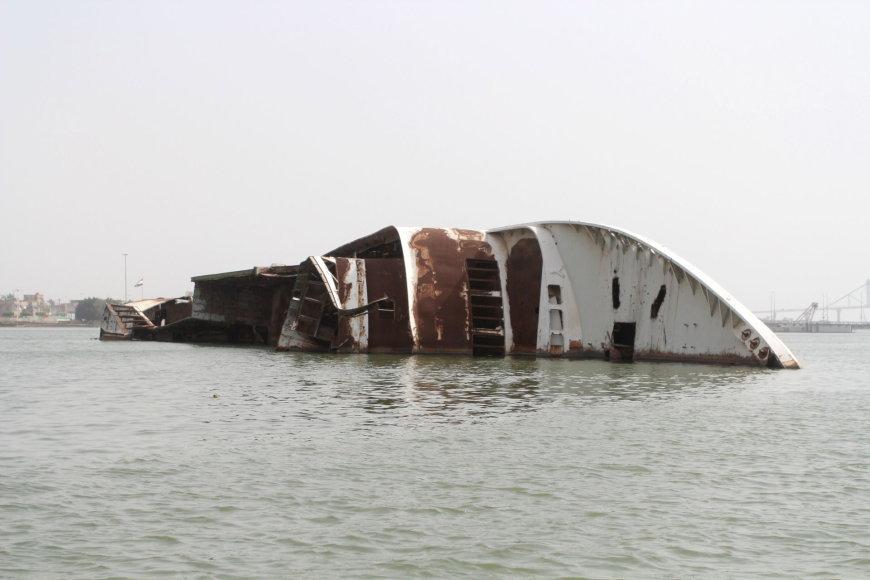 Skęstantis laivas