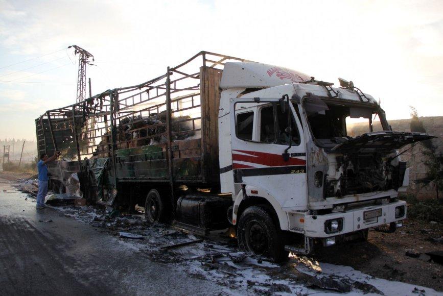 Sirijoje subombarduota humanitarinę pagalbą gabenusi sunkvežimių vilkstinė