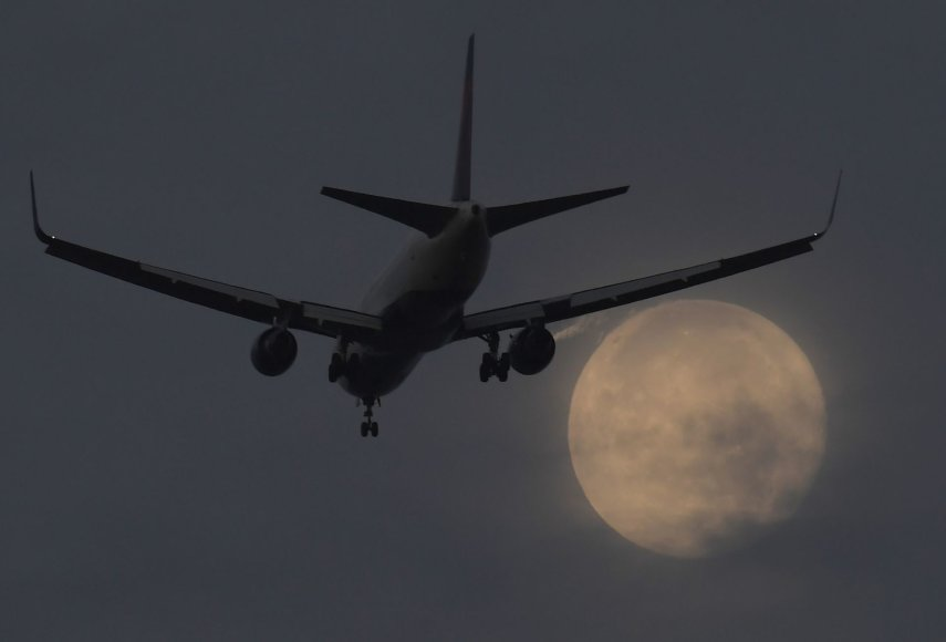 Lėktuvas leidžiasi Londone