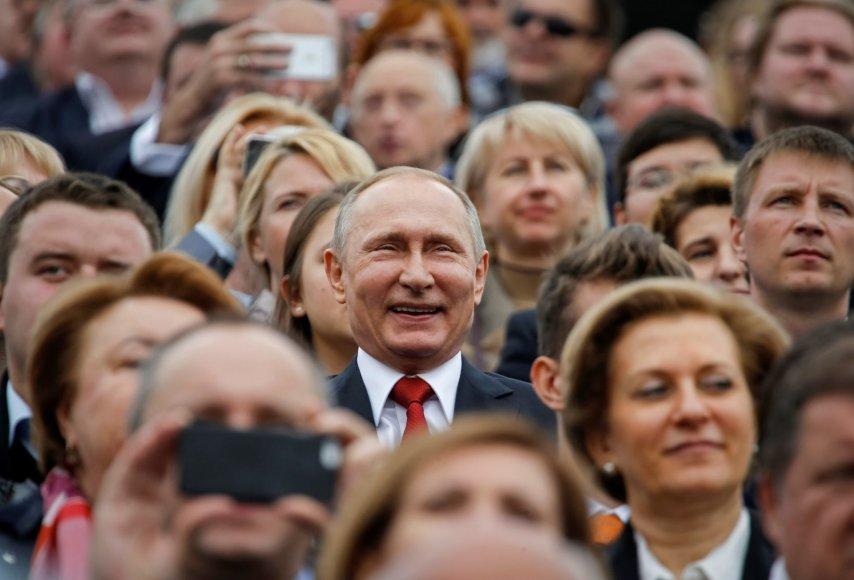 """""""Reuters""""/""""Scanpix"""" nuotr./Laimingas Vladimiras Putinas Maskvos miesto šventės metu"""