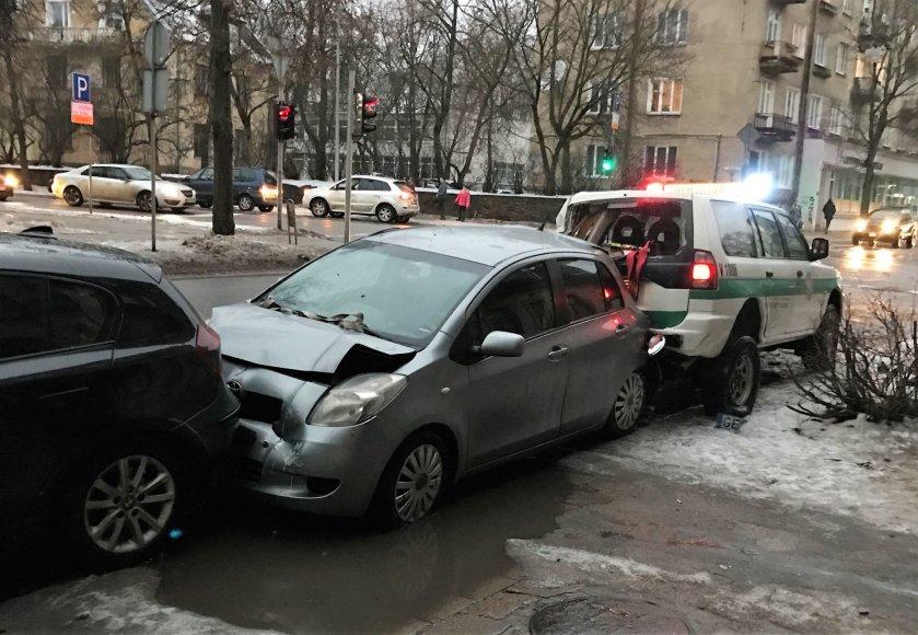 Skaitytojo nuotr./Avarija Mindaugo  ir Naugarduko gatvių sankirtoje