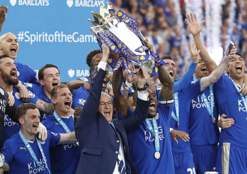 """Praėjusio sezono Anglijos čempionai """"Leicester City"""" futbolininkai"""