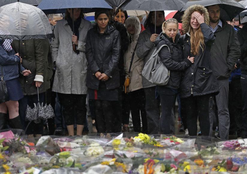 Tylos minutė teroristinio išpuolio Londone aukoms pagerbti