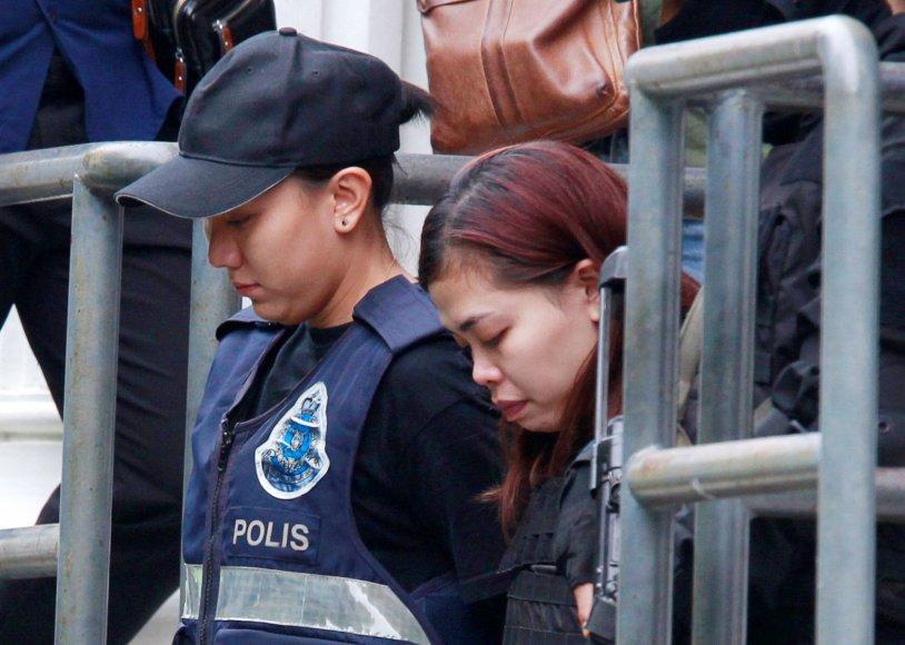 Indonezietė Siti Aishah atvedama į teismo salę