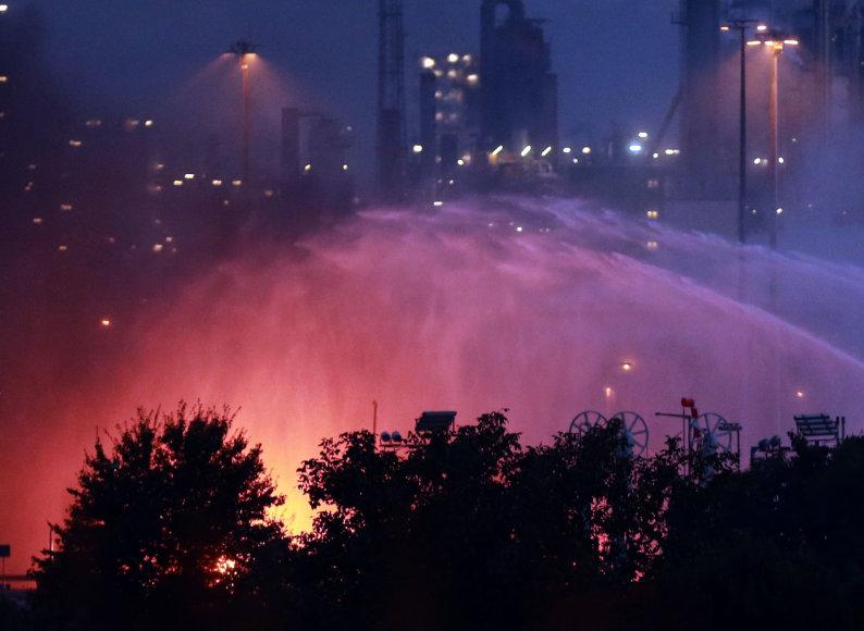 Akimirkos po sprogimo BASF fabrike