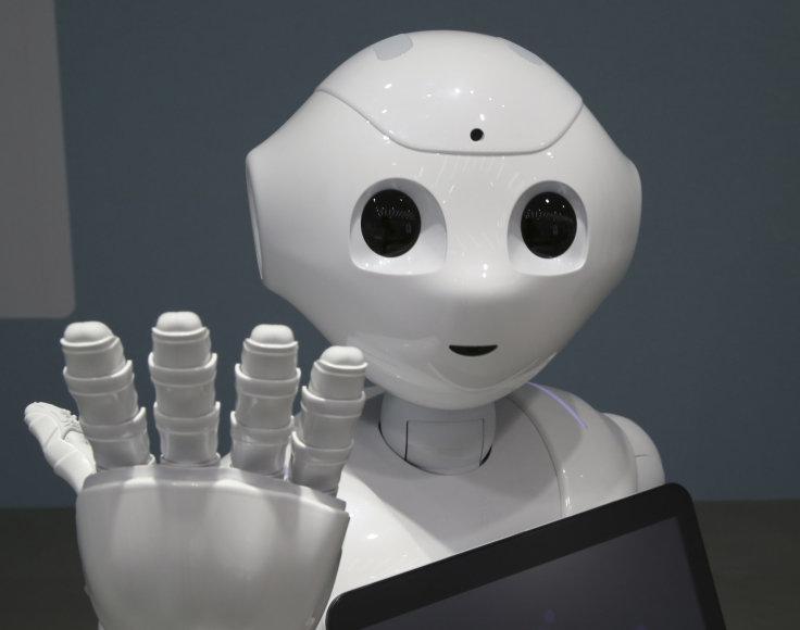 Humanoidas robotas Japonijos parduotuvėje