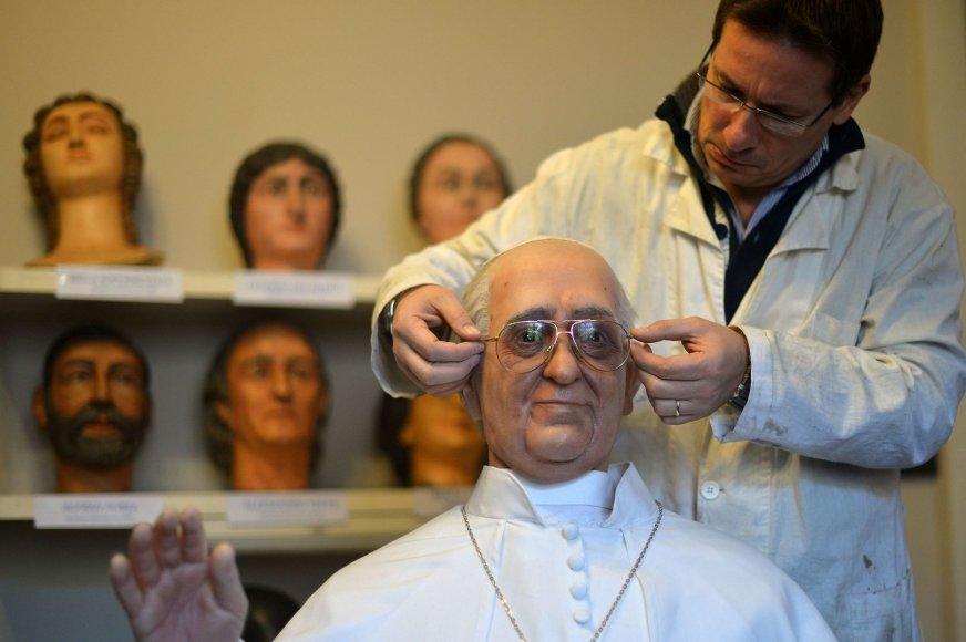 Vaškinė popiežiaus Pranciškaus statula