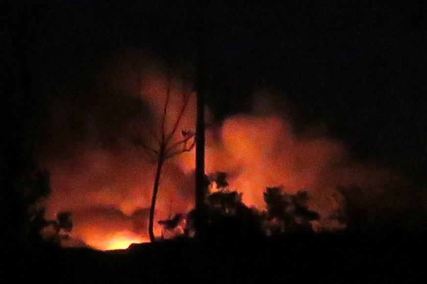 Sirijos teigimu, kariniam oro uostui smogė Izraelis.