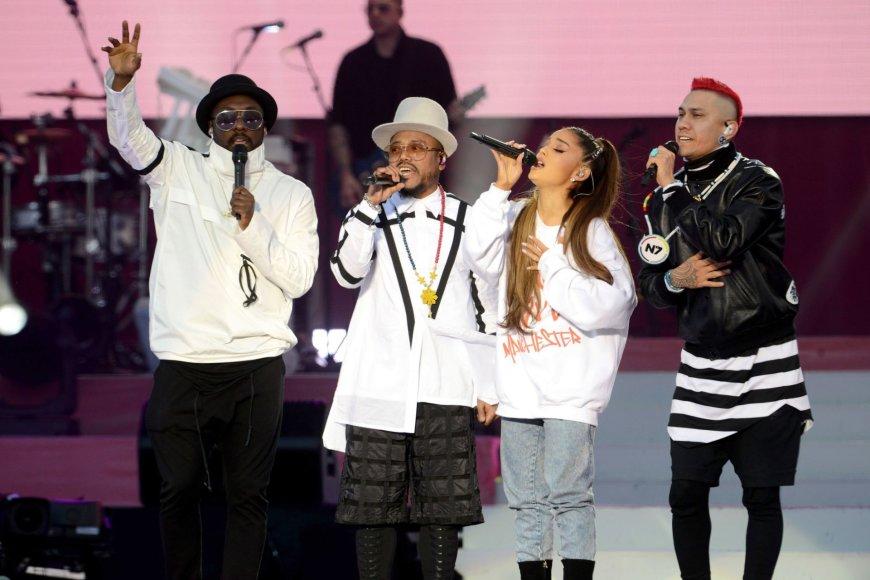 """""""Scanpix""""/AP nuotr./Ariana Grande ir """"The Black Eyed Peas"""""""